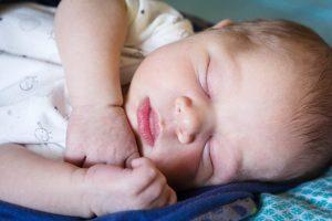 Cómo dormir a un bebé de 1 mes