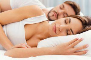 Dormir de lado ¿Es malo o tiene ventajas?
